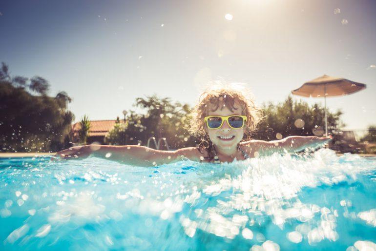 proteggere bambini dal sole in estate consigli utili
