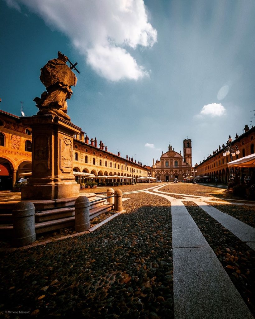 Piazza di Vigevano