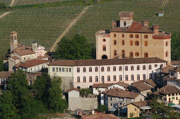 Castello-di-Barolo-00