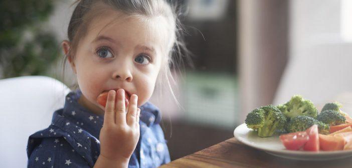 Consigli utili per convincere i bambini a mangiare la verdura