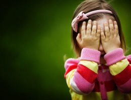 etichettare bambini autostima bambina nsacondino