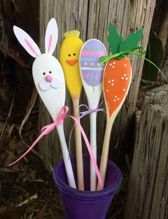 Mestoli di Pasqua decorati