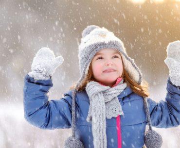 Passeggiate all'aperto: come proteggere i bambini dal freddo?