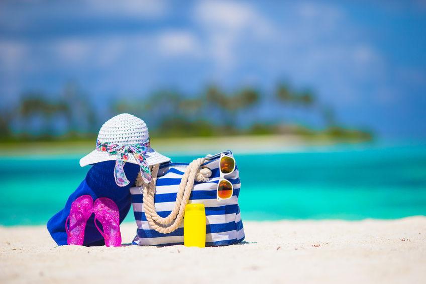 8 cose che troverai sempre nella borsa delle mamme al mare!