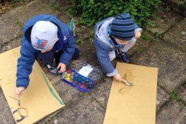 blog-expat-bambini-disegnano-giardino