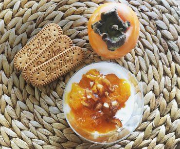 Cheesecake d'autunno con caco e biscotti Gentilini