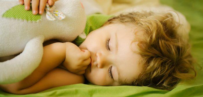 Il vero problema di un bambino che non dorme? I genitori!