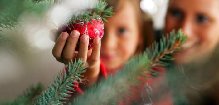 Albero di Natale: 10 idee per decorarlo insieme ai bambini