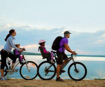 Vacanze in bici per la famiglia: gli itinerari più belli in Italia e Europa