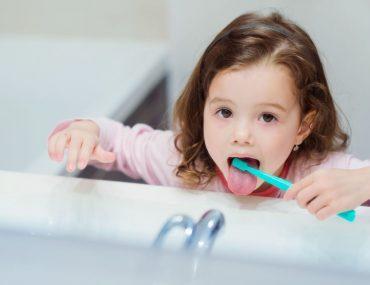 convincere bambini a lavare i denti