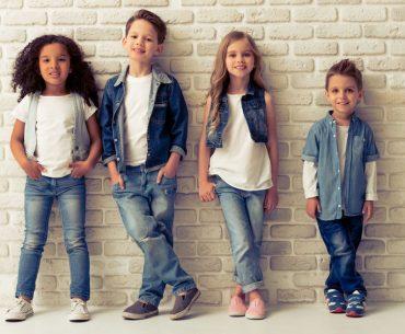 Moda bambini: cosa comprare ora con i saldi per l'inizio della scuola