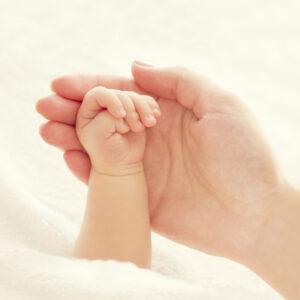 Idee regalo per la nascita: gioielli per neomamme